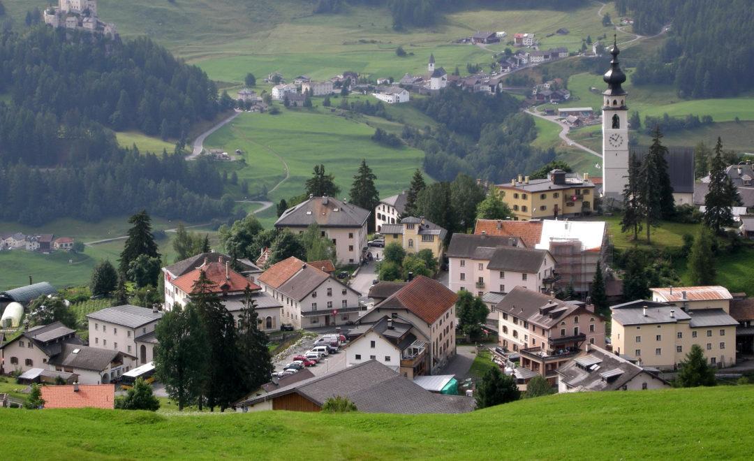 Ftan mit Schloss Tarasp | Bündnerland