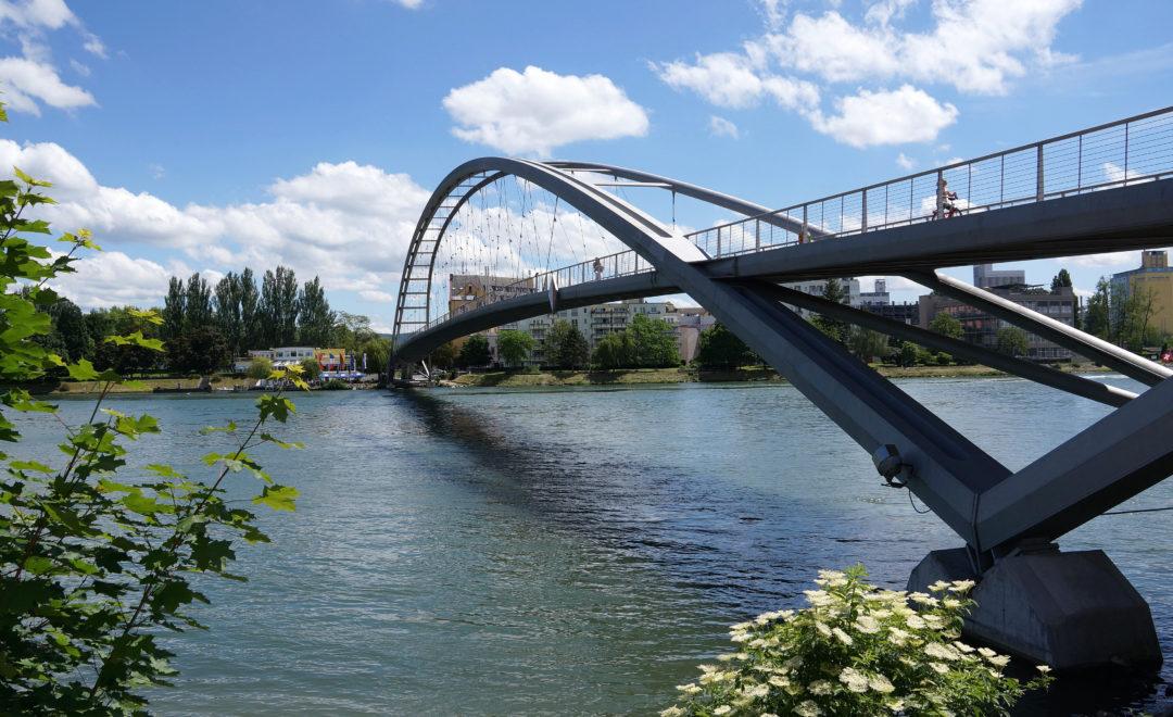 Am Basler Rheinhafen
