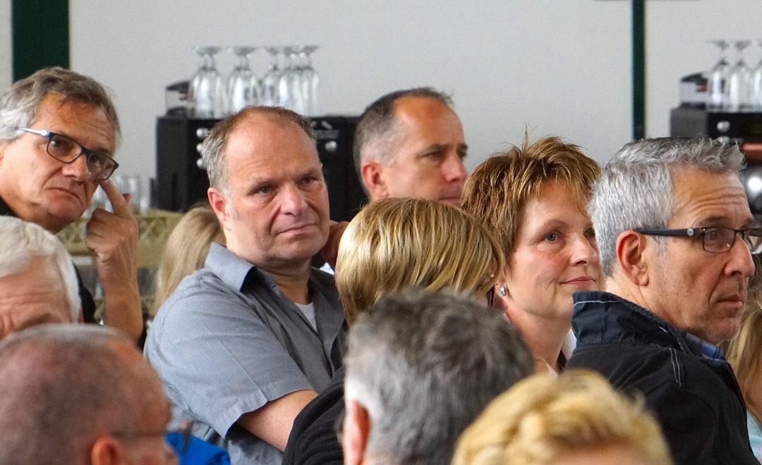 Aufmerksame Zuhörer am Kantonalen in Oberrüti