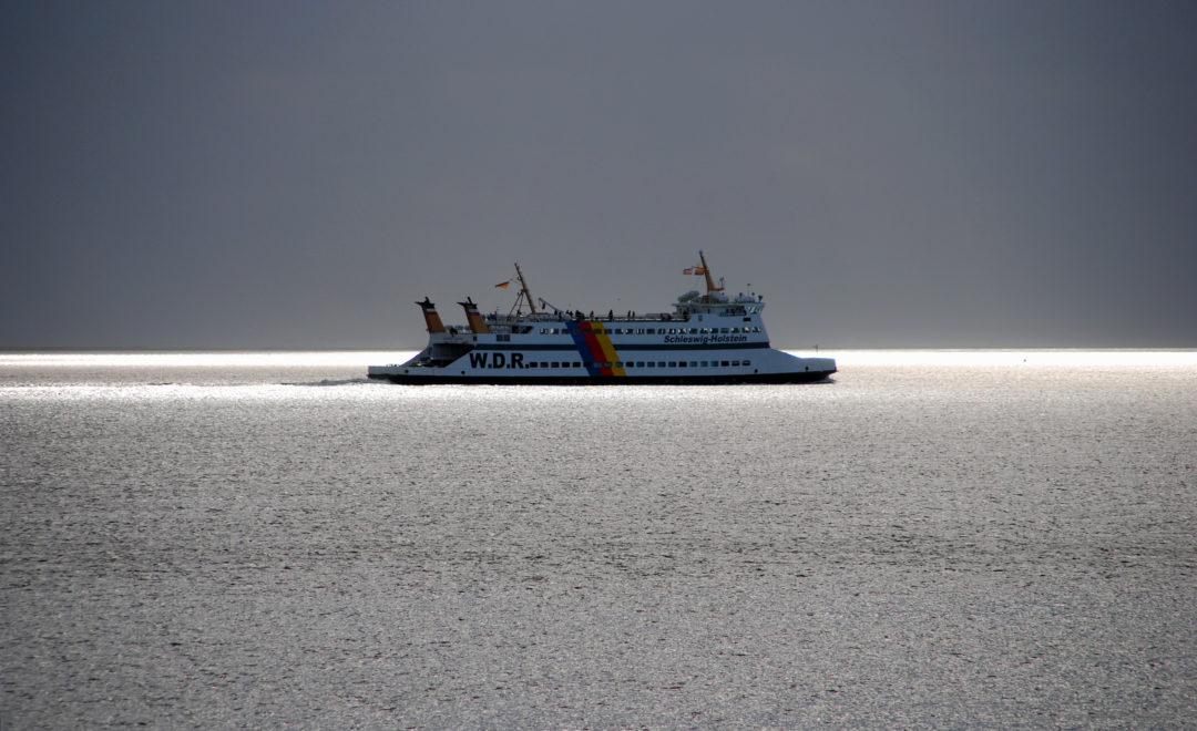 Fähre im Wattenmeer